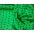 Атлас черный горох на зеленом фоне 100% п/э шир.150см Корея